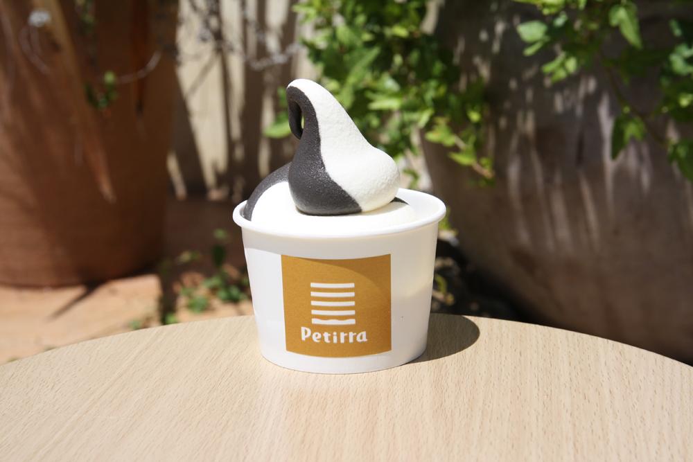 ソフトクリームカップ各390円(税込421円)